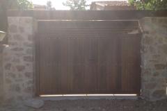 Portón exterior en madera