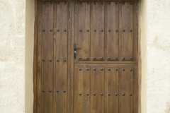 Puerta exterior rústica en madera