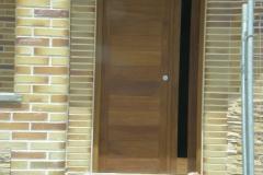 Puerta exterior con cristal