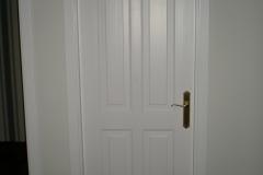 Puerta interior de madera lacada en blanco