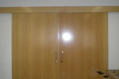 Portón interior en madera
